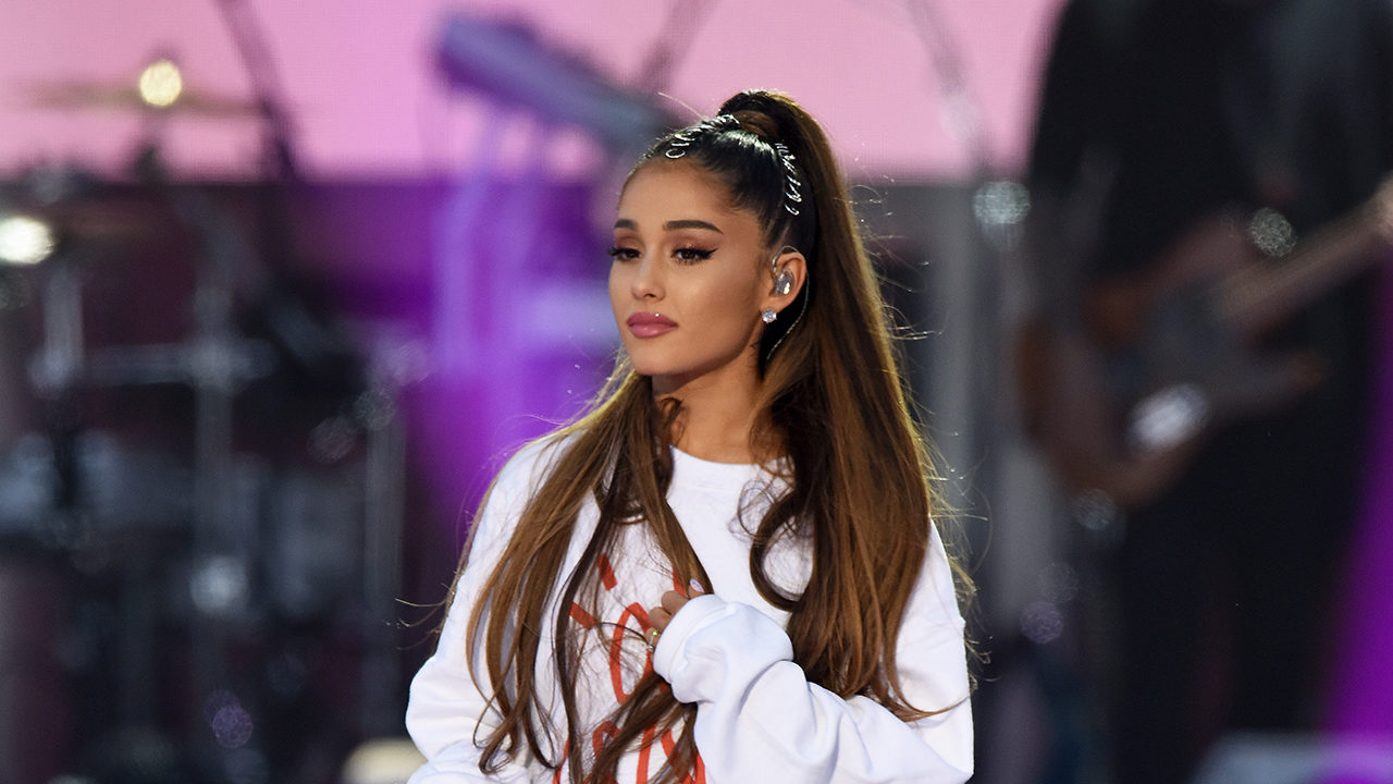 How did Ariana Grande paid homage to Mac Miller while giving her best at Pittsburgh concert