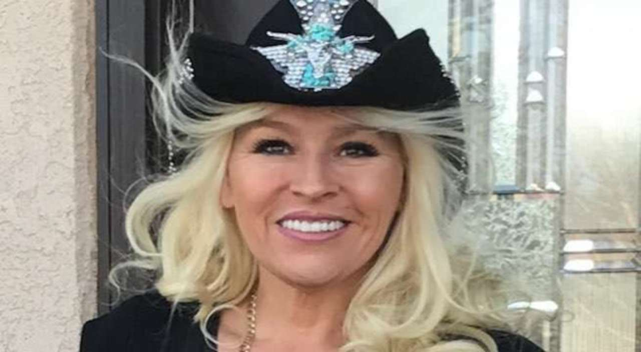 Beth Chapman of Dog The Bounty Hunter Fame dies after a