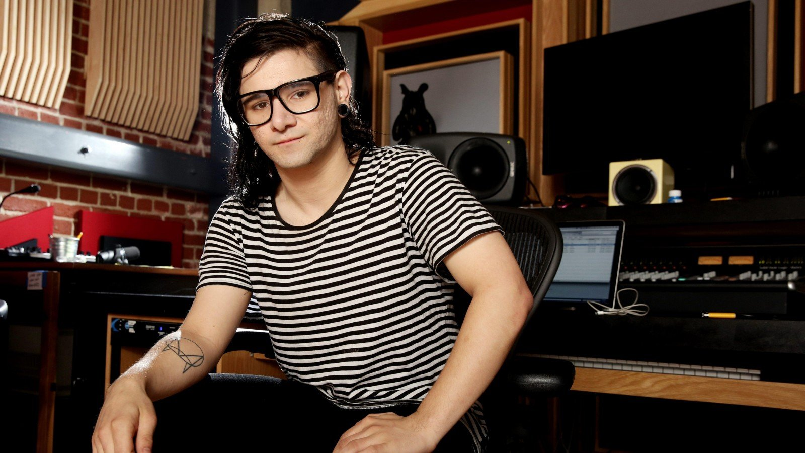 Skrillex has finally decided to reveal a brand new DnB track