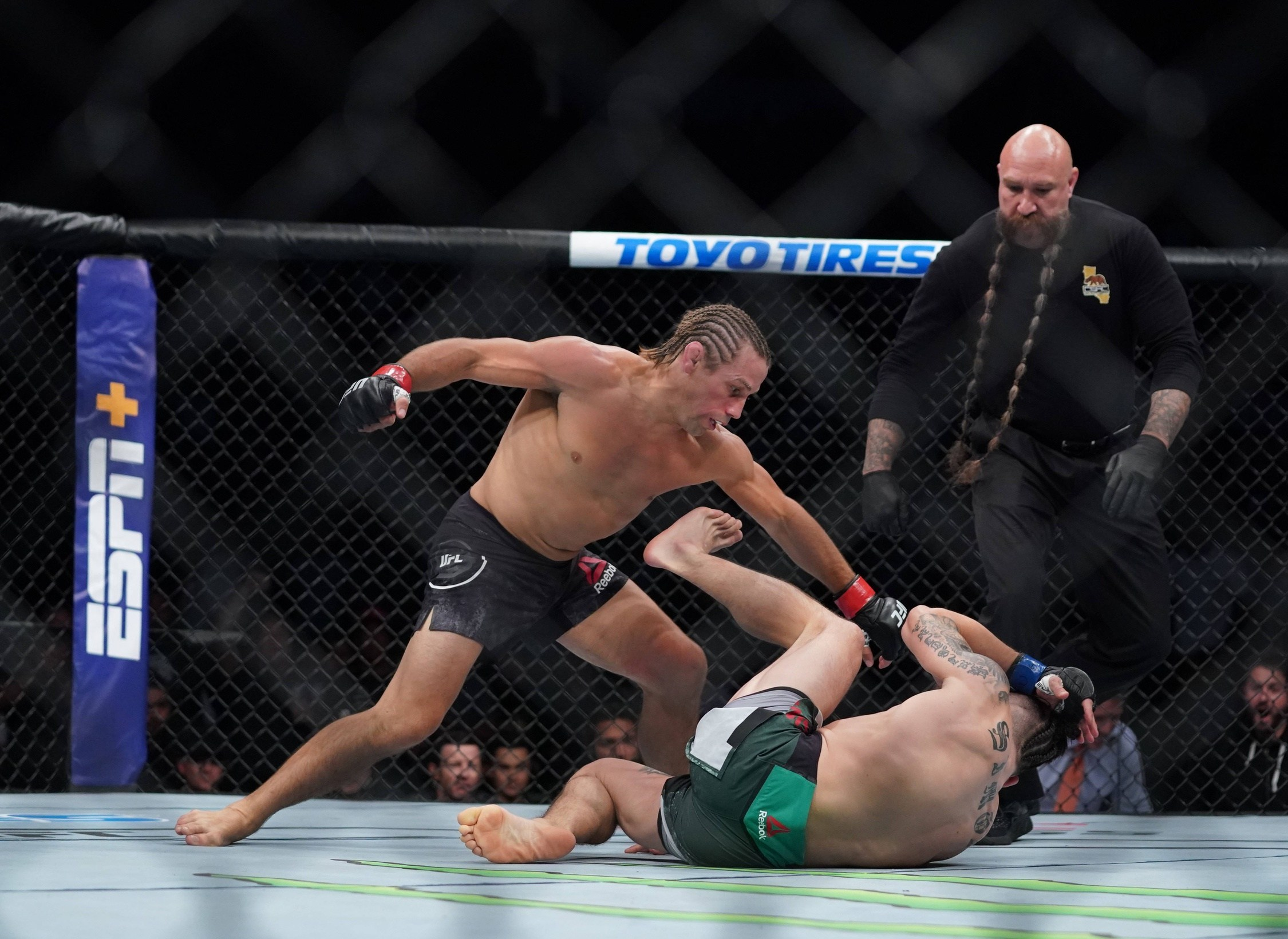 UFC Fight Night result : Urijah Faber KOs Ricky Simon in seconds !