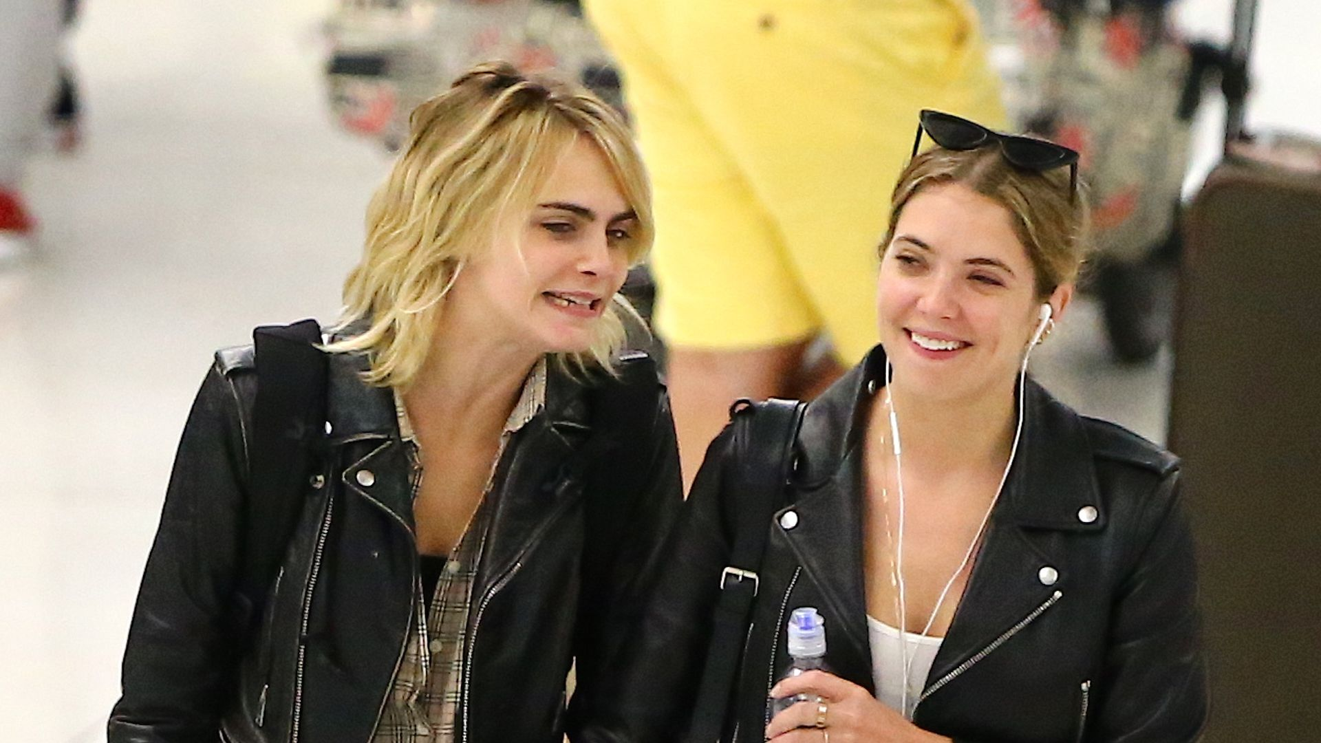 Cara Delevingne And Ashley Benson Are A Married Couple Now Blocktoro