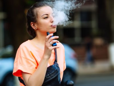 Fourteen teenagers hospitalized after vaping