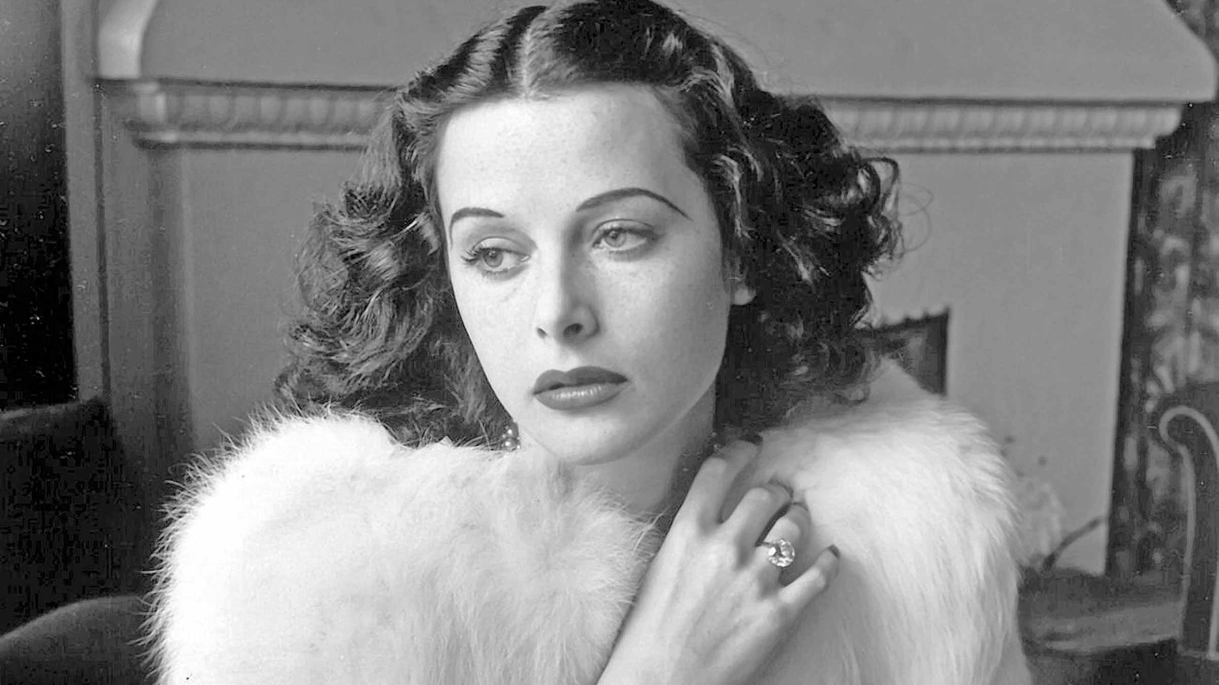 Hedy Lamarr based limited series to be starred by Wonder Woman!