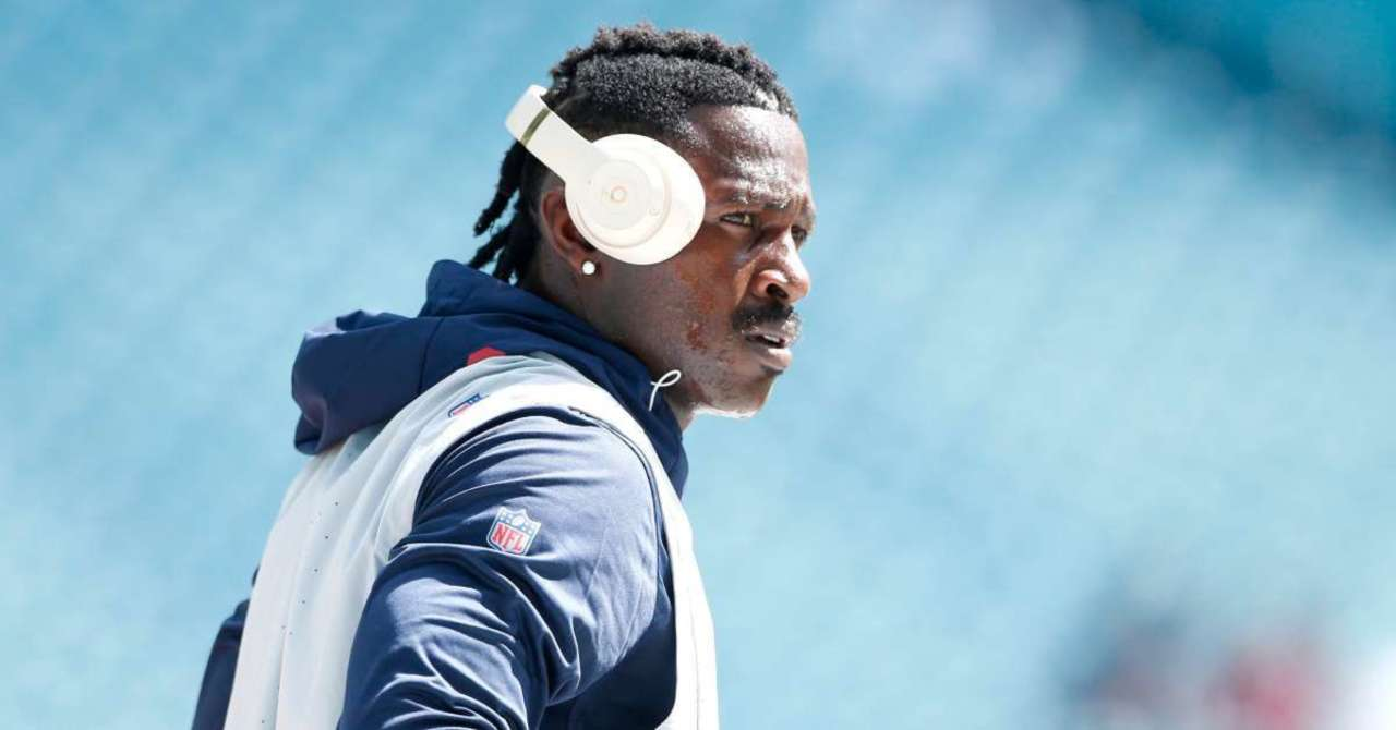 Antonio Brown will Join after Clearance from NFL