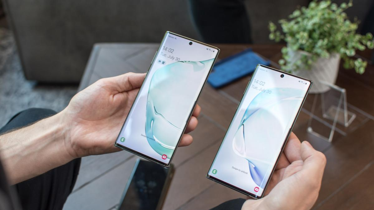 Galaxy Note 10 vs Galaxy S10+ Display and Notch Design