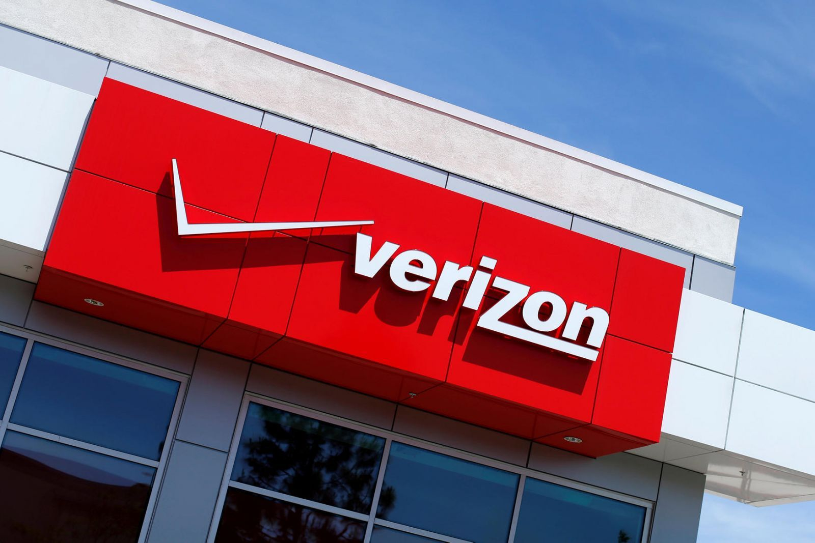 Schedule, Ads and Shipping for Verizon Sale