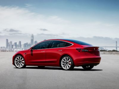 Tesla Model 3 Autopilot has Major Accident Issues, Police Warns Drivers to Not Use the Feature