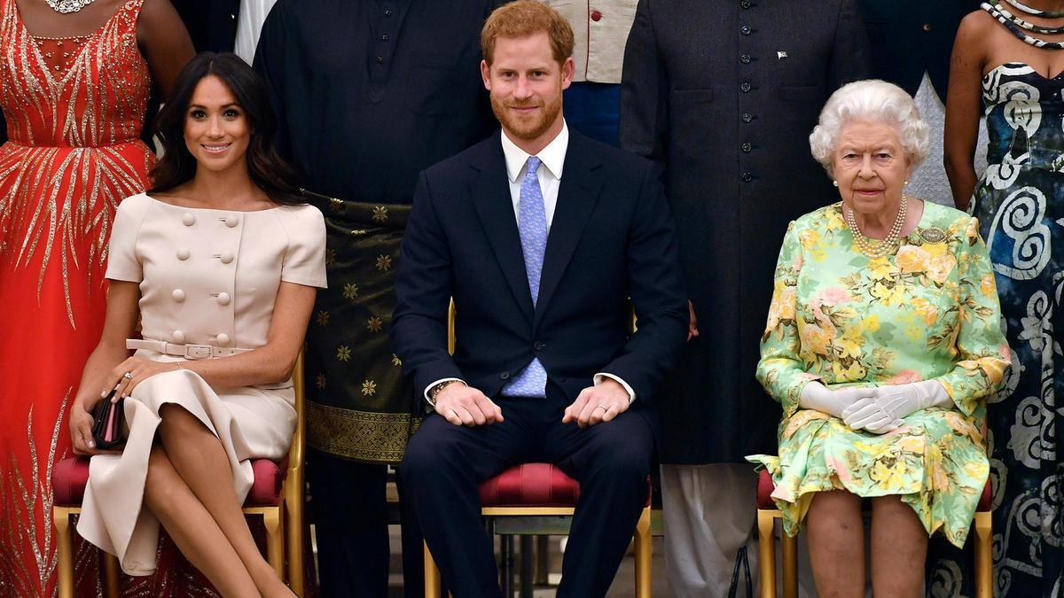 Queen Elizabeth angry on Meghan Markle for making Netflix Deal